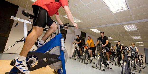 bicicletas de spinning en sala