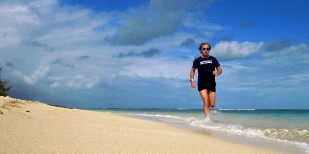 corriendo por la playa