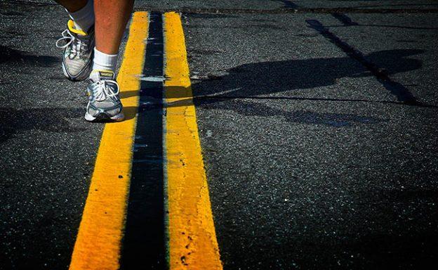 corriendo sobre asfalto