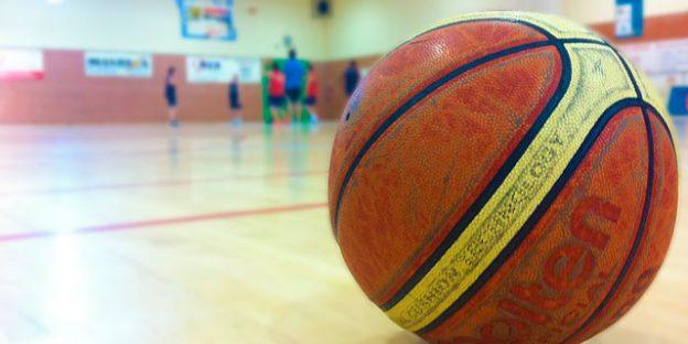 balón baloncesto viejo