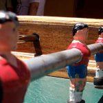 Muñecos en la barra del futbilín