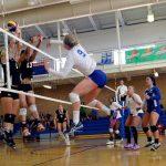 Voleibol, rematando en la red
