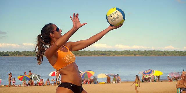 Entrenamiento voley playa femenino